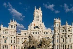 Alquiler de furgonetas sin conductor para conocer las maravillas de Madrid