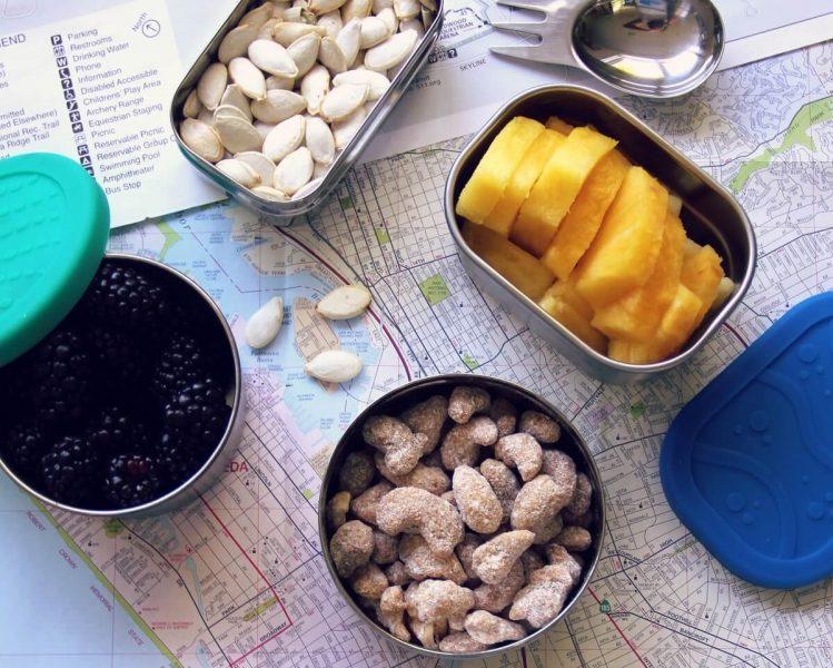 llevar comida o snacks para los niños durante el viaje
