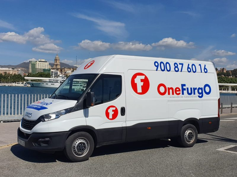 ¿Necesitas una furgoneta de alquiler que entre en el parking?